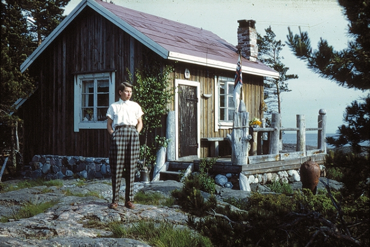 Tove-Jansson-on-Bredskär-in-1950-small